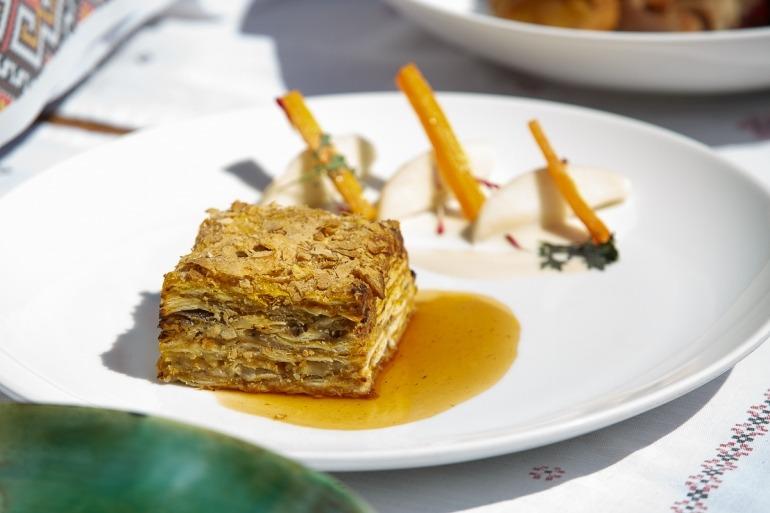 Краснодар. Ресторан The Печь. Наполеон из утки с карамелизированной морковью и яблоками