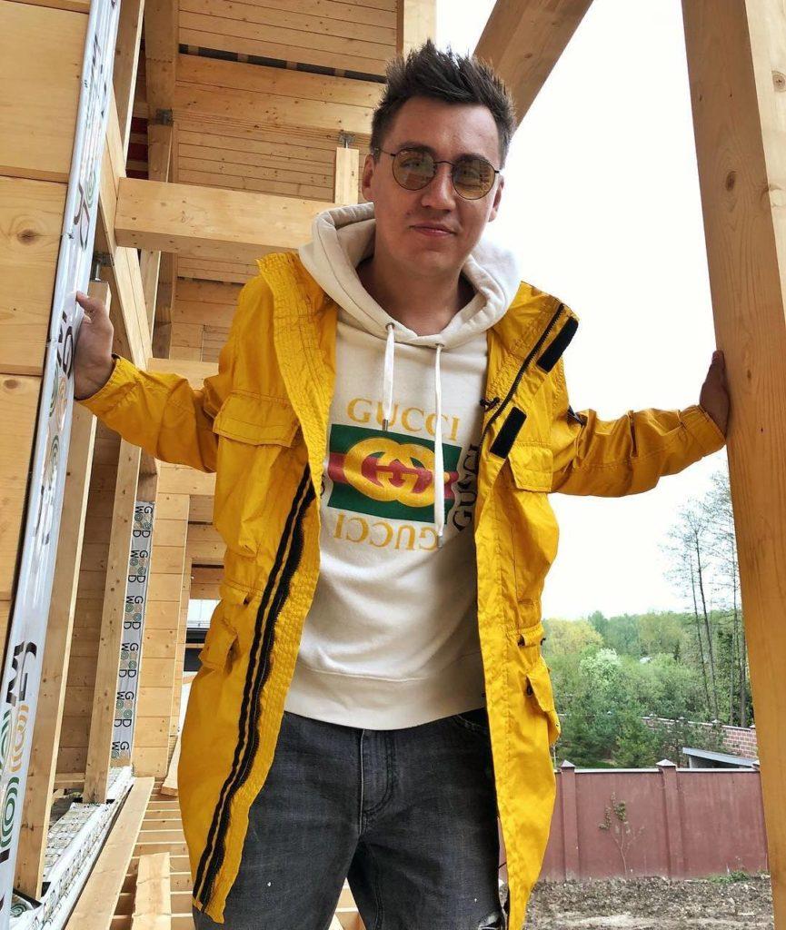 Дмитрий Портнягин на строительстве дачи