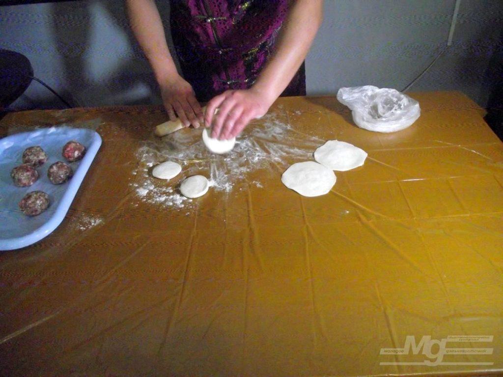 Фестиваль «Кухня без границ» лепка бууз