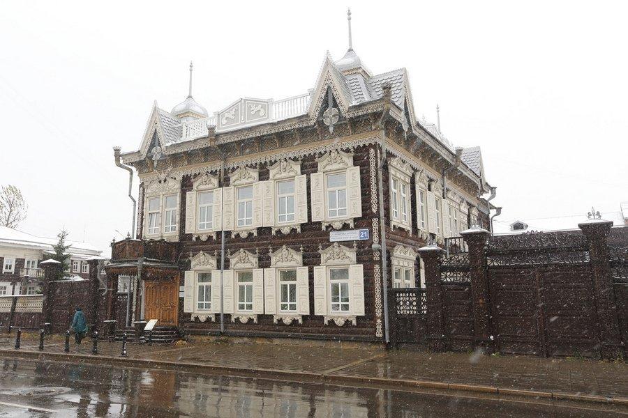 Насладиться уникальным деревянным зодчеством Иркутска
