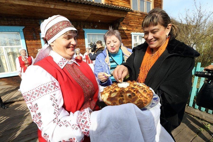 Отведать смачного хлеба с солью