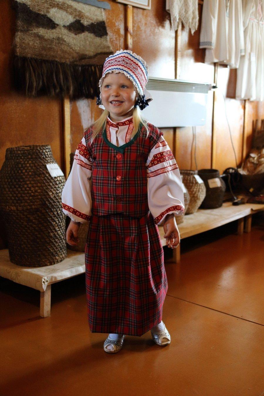 Услышать, как четырехлетняя сибирячка Дарина поет «Цiк-так ходзiкi, мне чатыры годзiкi»... И прийти в восторг!