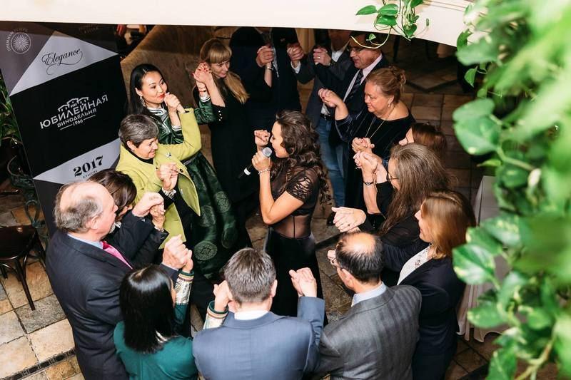 Гости танцуют