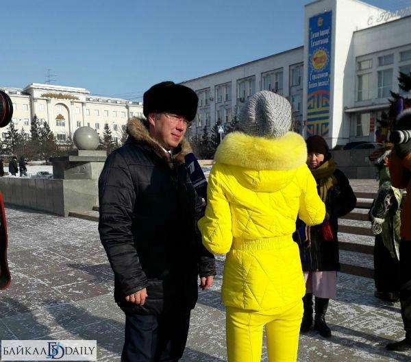 Алла Михеева берет интервью