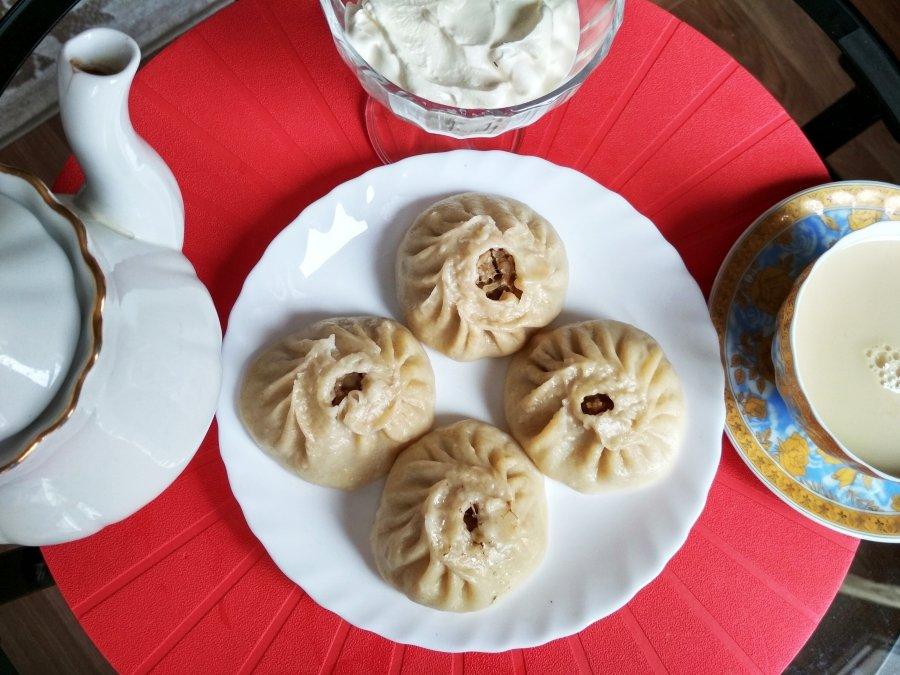 Готовые буузы и монгольский чай