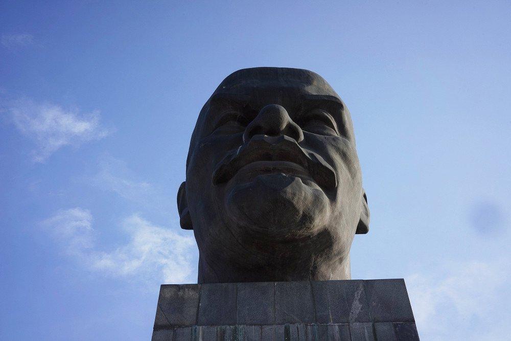 Самая большая голова Ленина в мире