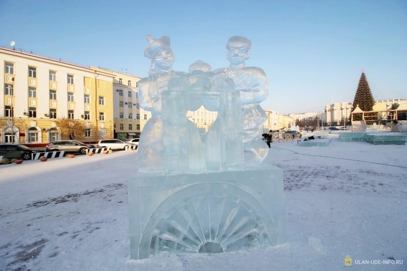 На главной площади Улан-Удэ появились ледяные буузы