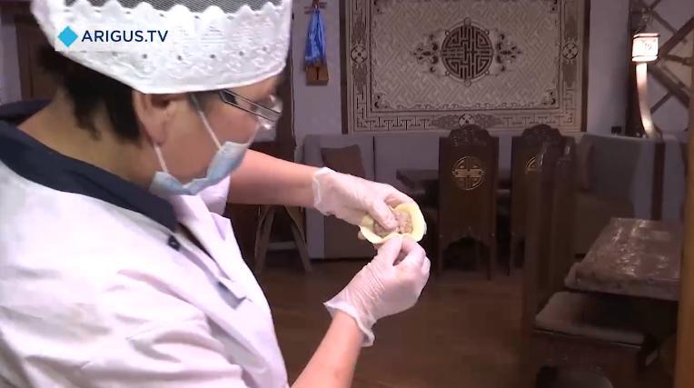 В Бурятии детей учили лепить буузы
