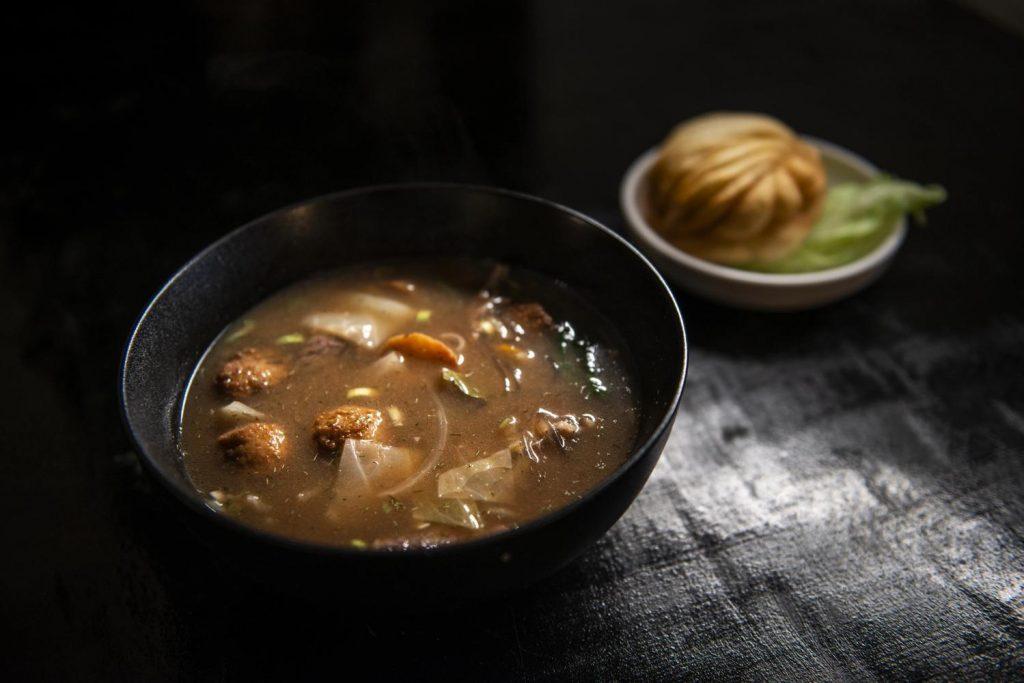 Суп хуэйцай с жареными пельменями